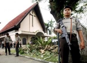 INDONESIA__chiesa_e_polizia_1ok