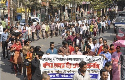 Human chain protesting the attack of Hindus.